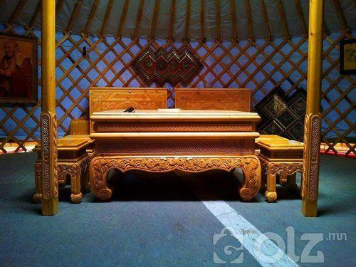 Гар сийлбэртэй майг хөлтэй сандал ширээ