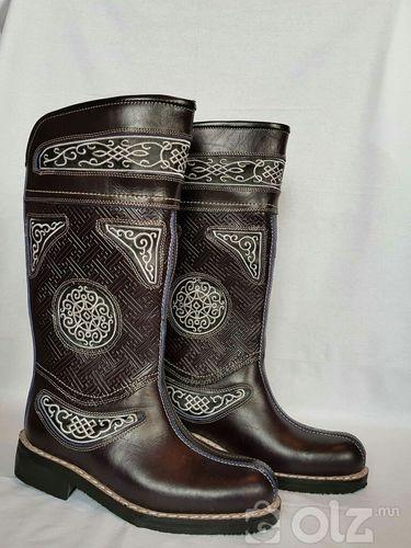 Хатгамалтай ээтэн гутал