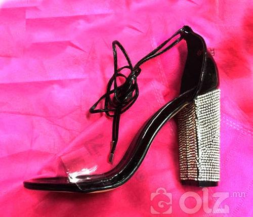 саатай өсгийтэй гутал