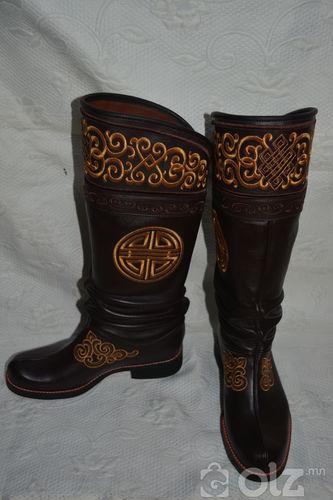 Хатгамалтай арьсан гутал