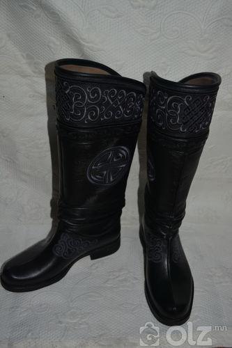 Монгол арьсан гутал