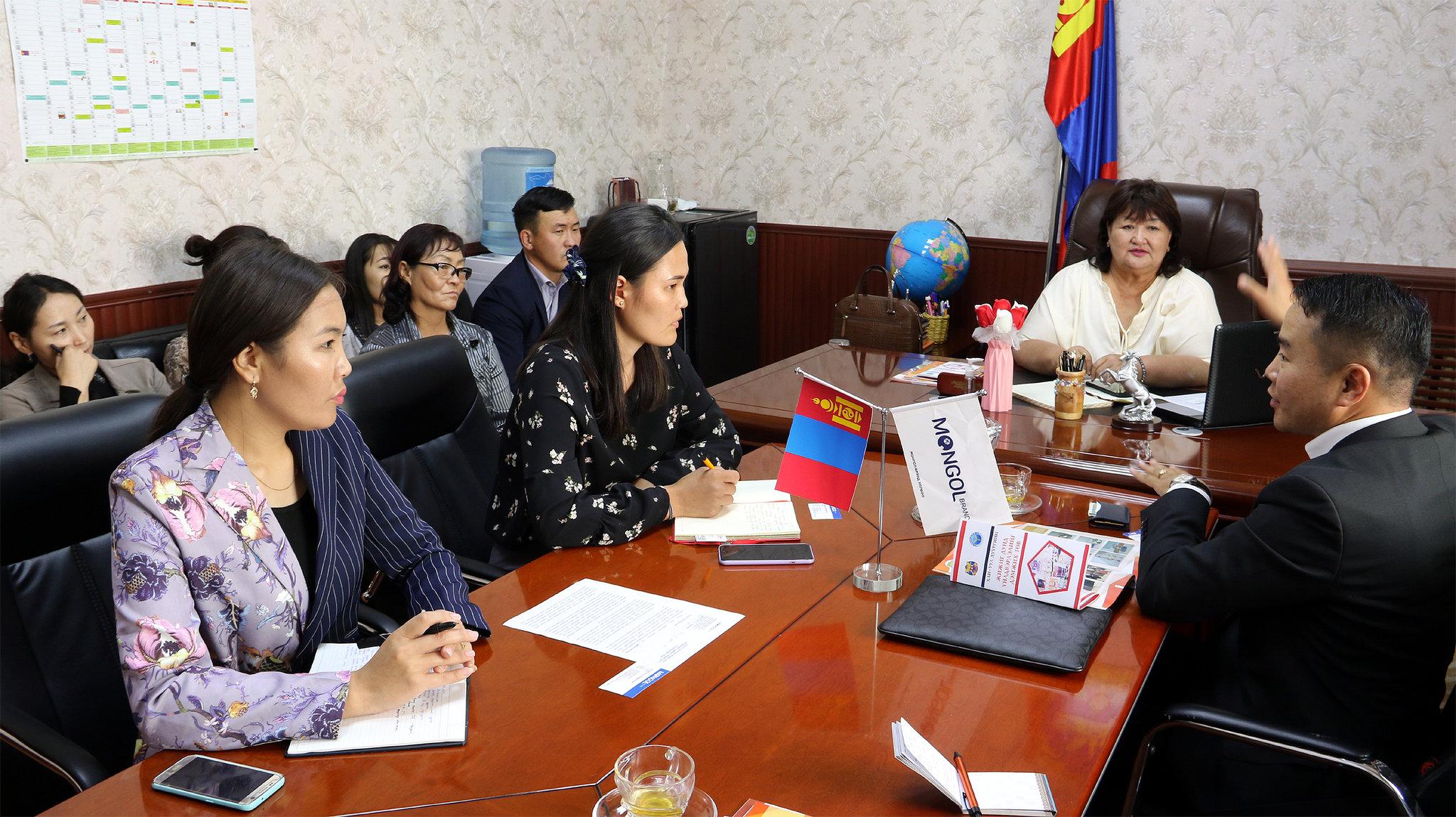 Хан-Уул дүүргийн жижиг дунд үйлдвэрийг дэмжих төвийн хамт олонтой уулзлаа