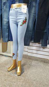 Эмэгтэй цэцэгтэй ретүзэн өмд