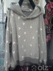 Эмэгтэй малгайтай цамц