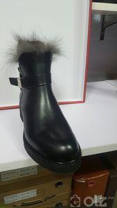 Хар богино түрүүтэй нэхий дотортой арьсан гутал