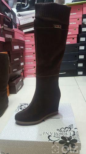 Түрүүтэй эмэгтэй арьсан гутал