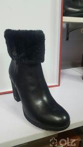 Эмэгтэй бүтэн нэхий дотортой арьсан гутал