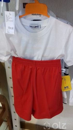 улаан шорт, цагаан подволк