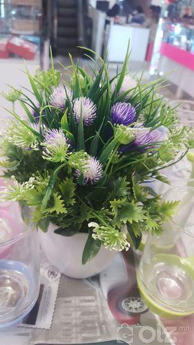 Ширээний хиймэл цэцэг