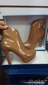 Өсгийтэй лакан гутал