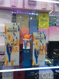 moschino love love