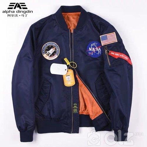 Alpha Nasa 2 талаараа өмсдөг Bomber